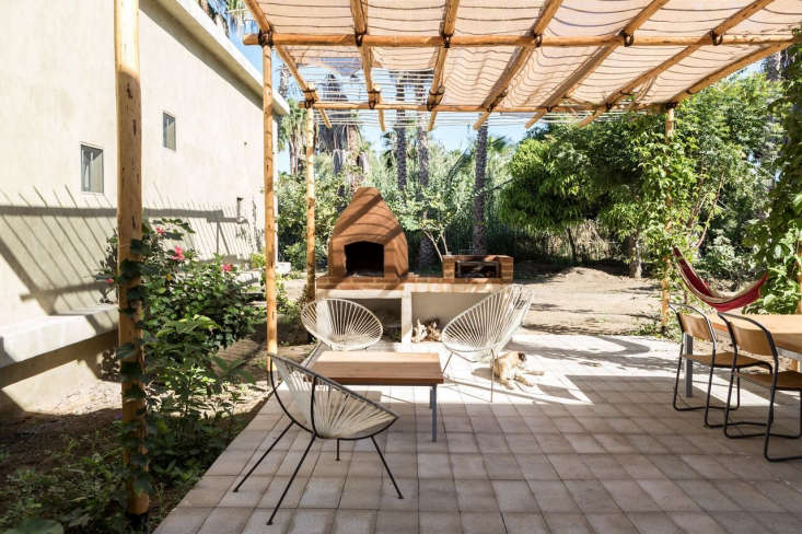 The design of the patio, shaded by fabric panels on a simple pergola, marries traditional Mexican craft with contemporary design.