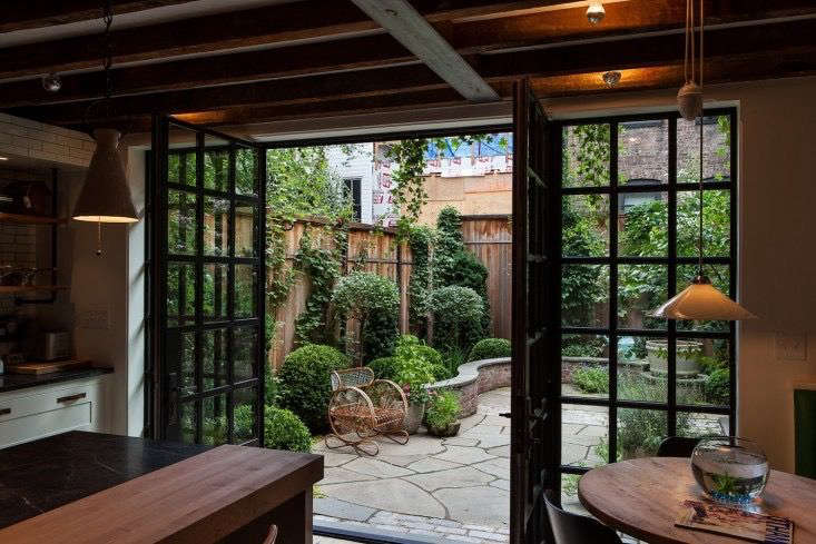 The Cult Of The Courtyard 10 Backyard Ideas For Small Spaces Gardenista