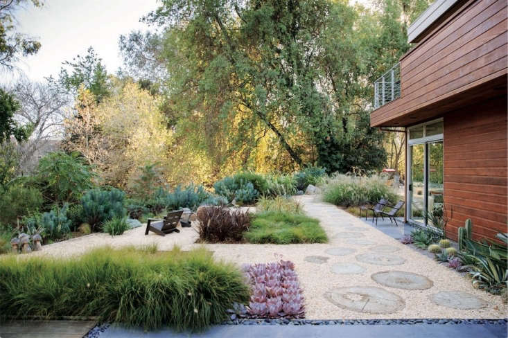 A San Francisco-area garden by landscape architect Keith Willig features tightly packed beds of single-varietal succulents &#8\2\20;to enhance the garden&#8\2\17;s minimalist look.&#8\2\2\1;