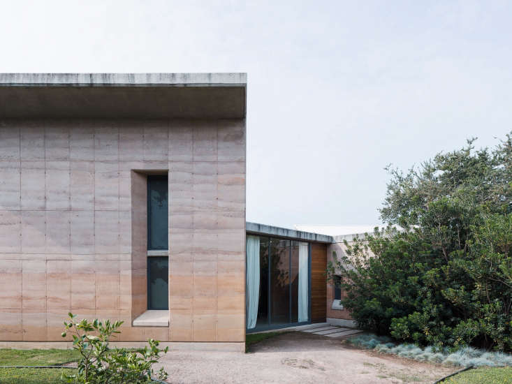 In this week&#8\2\17;s Architect Visit, Mexico-City-based architect Tatiana Bilbao designed a budget summerhouse using rammed-earth construction, an environmentally friendly technique. Photograph by Rory Gardiner.