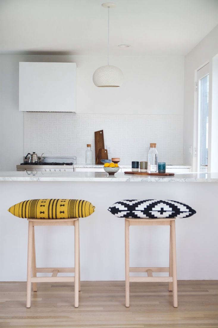 In this week&#8\2\17;s Reader Rehab post, Justine visits a bright white kitchen in Boston.