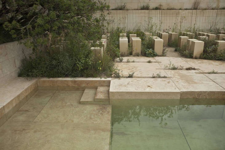 A pale sea-green pool which elegantly complementsthe geometry of the quarry stones.