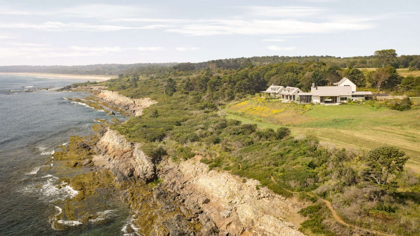 Throughout the coastal property, the landscape architect plannedlong stretches of trails and boardwalks through meadow, woodlands, wetland, and shoreline.
