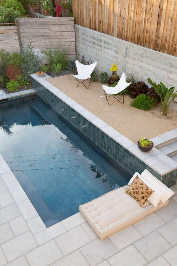 Next to the pool, a gravel courtyard is like a luxe mini beach. (See The New Gravel Backyard:  Inspiring Landscape Designs for more ideas.) Underwater are built-in ledges for sitting (and sipping on a drink).