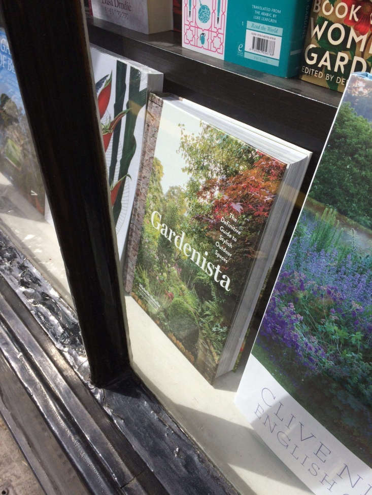London sightings: Kendra recently spotted our Gardenista book &#8\2\20;in the window of the wonderful John Sandoe Books, off the Kings Road.&#8\2\2\1;