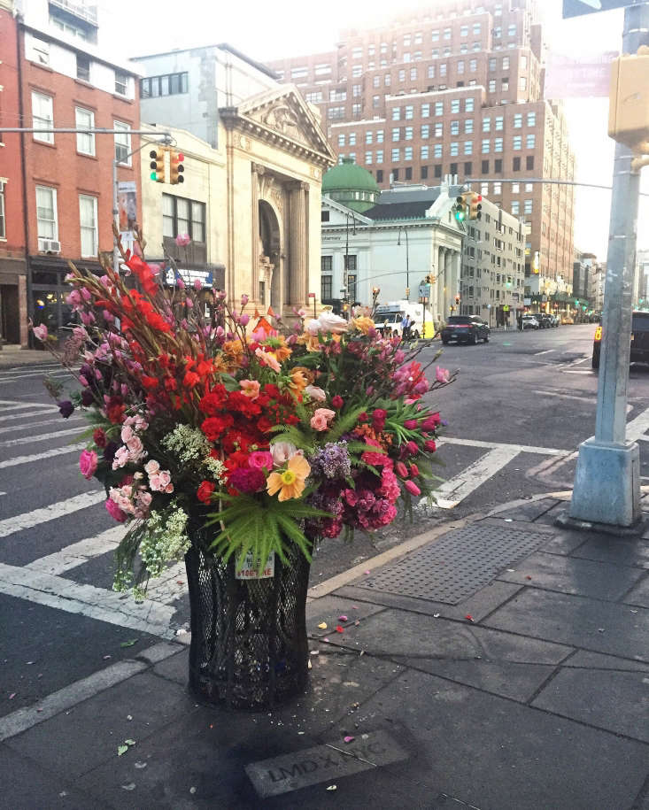 Someone is leavingrogue flower bouquets around Manhattan, and Gardenista contributor Barbara is taking note. (Note: It's flower designer Lewis Miller. Follow his guerrilla tactics at@lewismillerdesign.) Photograph courtesy of Lewis Miller.