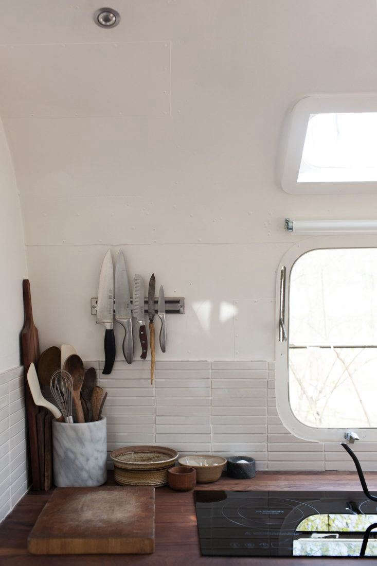 Coveting an irresistible kitchen in a vintage Airstream trailer, Alexa figures out how to Steal This Look.