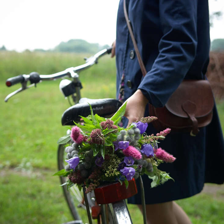 Juliane identifies all the flowers in her compositions, like this one picked while riding home from Lille Mosse, &#8\2\20;a bogland near Sösdala.&#8\2\2\1; Flowers include hemp-agrimony, woolly burdock, peach-leaved bellflower, meadowsweet, and bridewort.