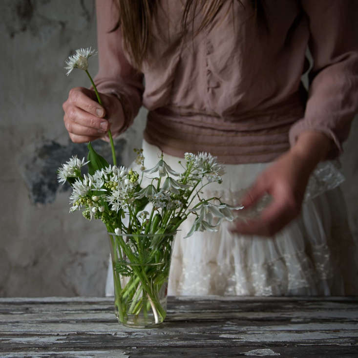 A white arrangement of drooping star-of-Bethlehem, ramsons, lily of the valley, white forget-me-not, and cow parsley, was plucked from the woodland near Juliane&#8\2\17;s garden.