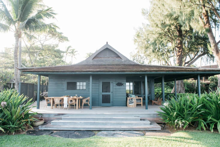 Owners George and Angela Hensler worked withRene Holguin ofLA-based shop RTH and Roberto Sosa (then with Aero Studios) on the 40s plantation cottage, restoring the wooden siding and painting the exterior in acustom dark green color.
