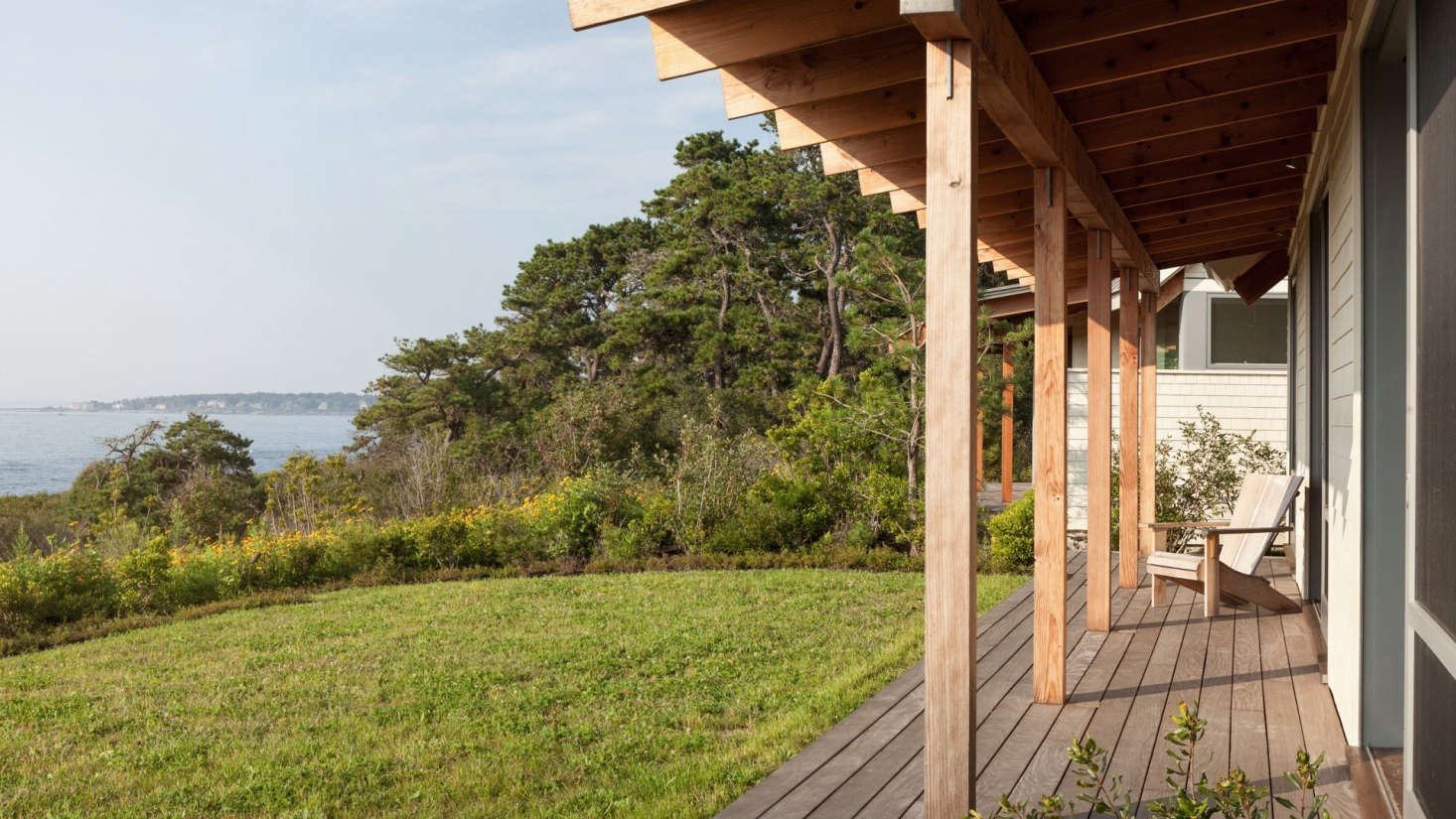Each bedroom has a porchto encourage residents and guests to head directly outdoors inthe mornings.