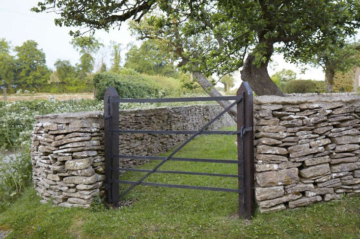 Because there is no mortar used, dry stone walls are flexible; if ground moves then the walls can move too. But this also means that the construction is key, especially the middle of the wall which is filled tightly with stone. If you leave any void, says Ingles, it creates a weakness in the structure.