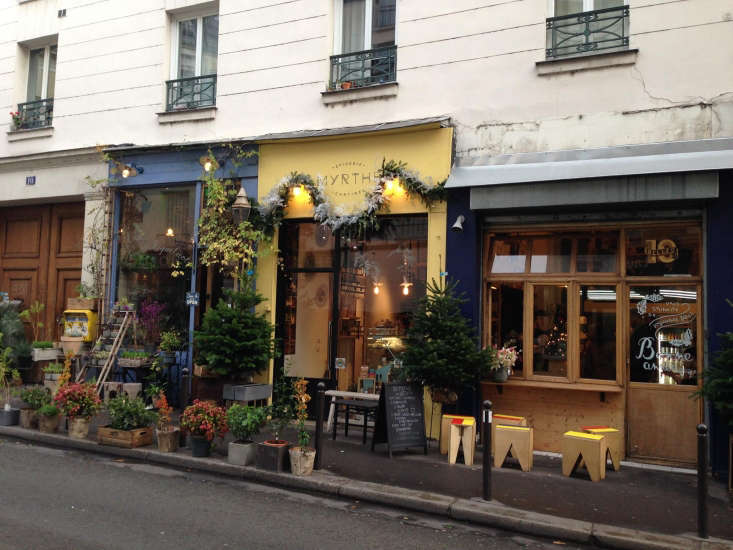 Spotted recently: Myrthe Epicerieon Paris&#8\2\17; Canal St. Martintransforms the sidewalk into a garden.