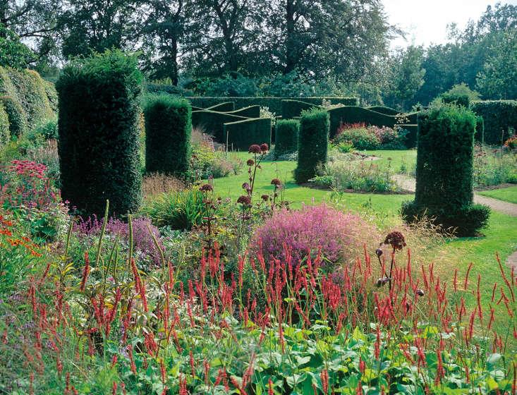 Eupatorium in a border at designer Piet Oudolf&#8\2\17;s own garden at Hummelo.