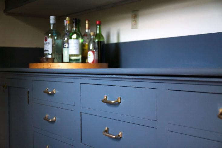 In this week&#8\2\17;s Domestic Science post, Justine removes decades of tarnish from her butler&#8\2\17;s pantry (and offers step-by-step instructions for polishing brass.