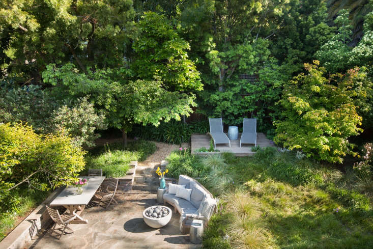 To design a backyard meadow for Mill Valley, CA for homeowners Catherine and Greg Stern, garden designer Sarah Madeline Stuckey Coates worked with grass specialist John Greenlee to plant mix of grasses including Carex pansa, Festuca mairei, and S. autumnalis 'Greenlee'. See more at Garden Visit: A Backyard Meadow in Mill Valley, CA. Photograph by Mimi Giboin.