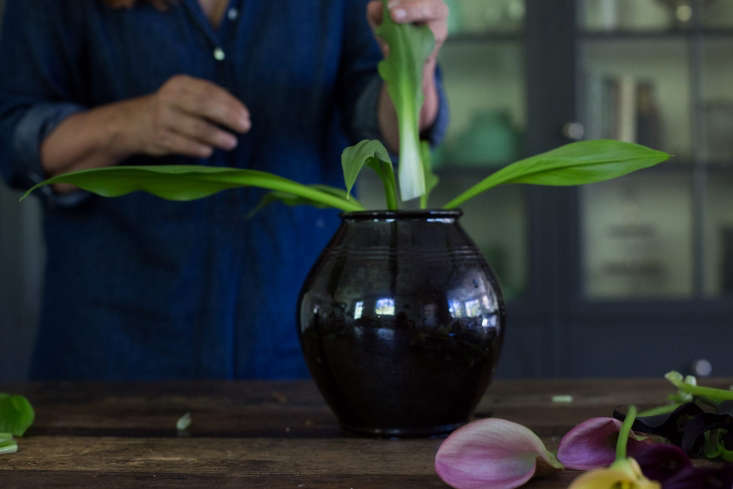 One benefit to growing your own calla lilies is the leaves. When you buy calla lilies from a florist, you typically get leafless stems. When you grow your own, however, you can add their foliage to the vase.