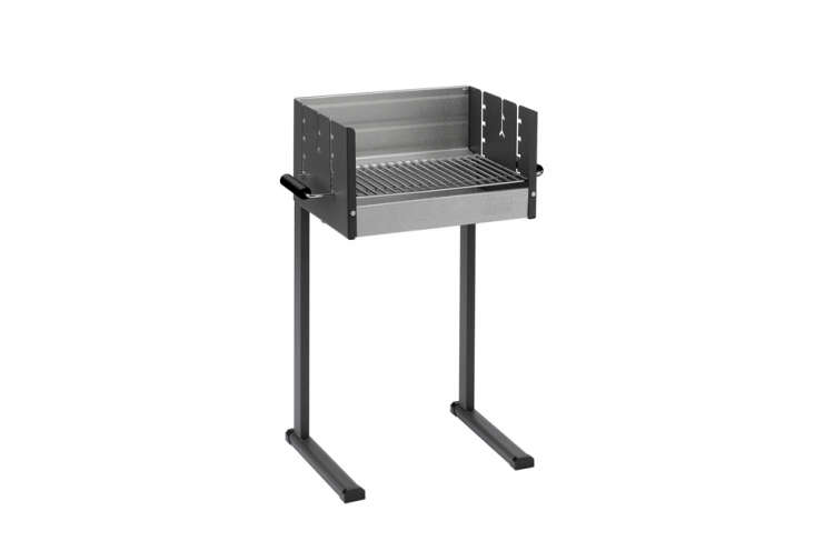 The Dancook Barbecue 7000 is made of heat-resistant aluminum and enamel and measures