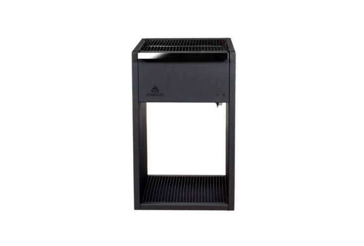 The Röshults BBQ Grill 0 in Anthracite has a chrome cooking grate, zinc charcoal holder, and powder coated steel body. It&#8
