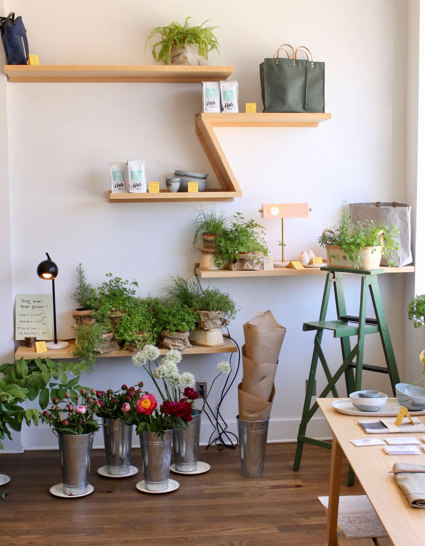Flowersand herbs from On Origine are featured in the boutique.