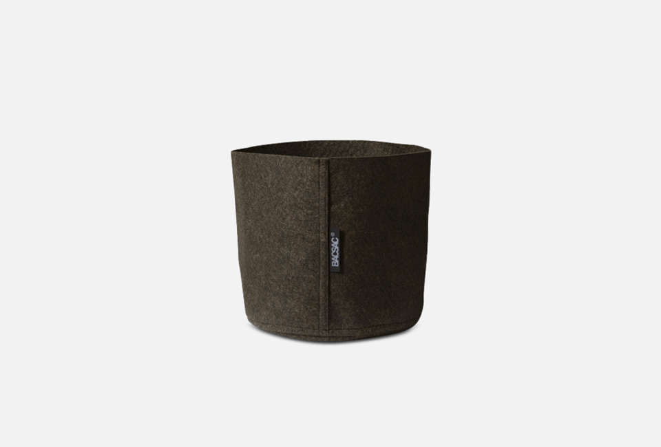 In addition to lightweight, flexible plant pots, BACSAC makes a L Humus Pot of technical felt fabric; €