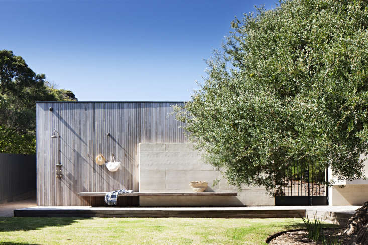 Over on Remodelista: a luxe outdoor shower on the coast in Victoria, Australia. See more (including the indoor/outdoor kitchen) here.