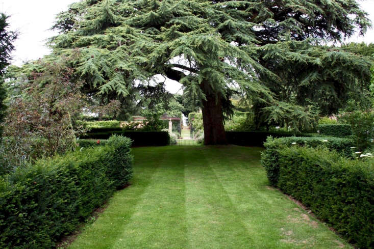 Hidcote Manor; photograph by Dave Catchpole via Flickr.