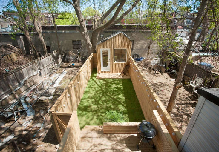 Good fences make good neighbors; the neighbors&#8\2\17; backyards aren&#8\2\17;t visible from the lawn.