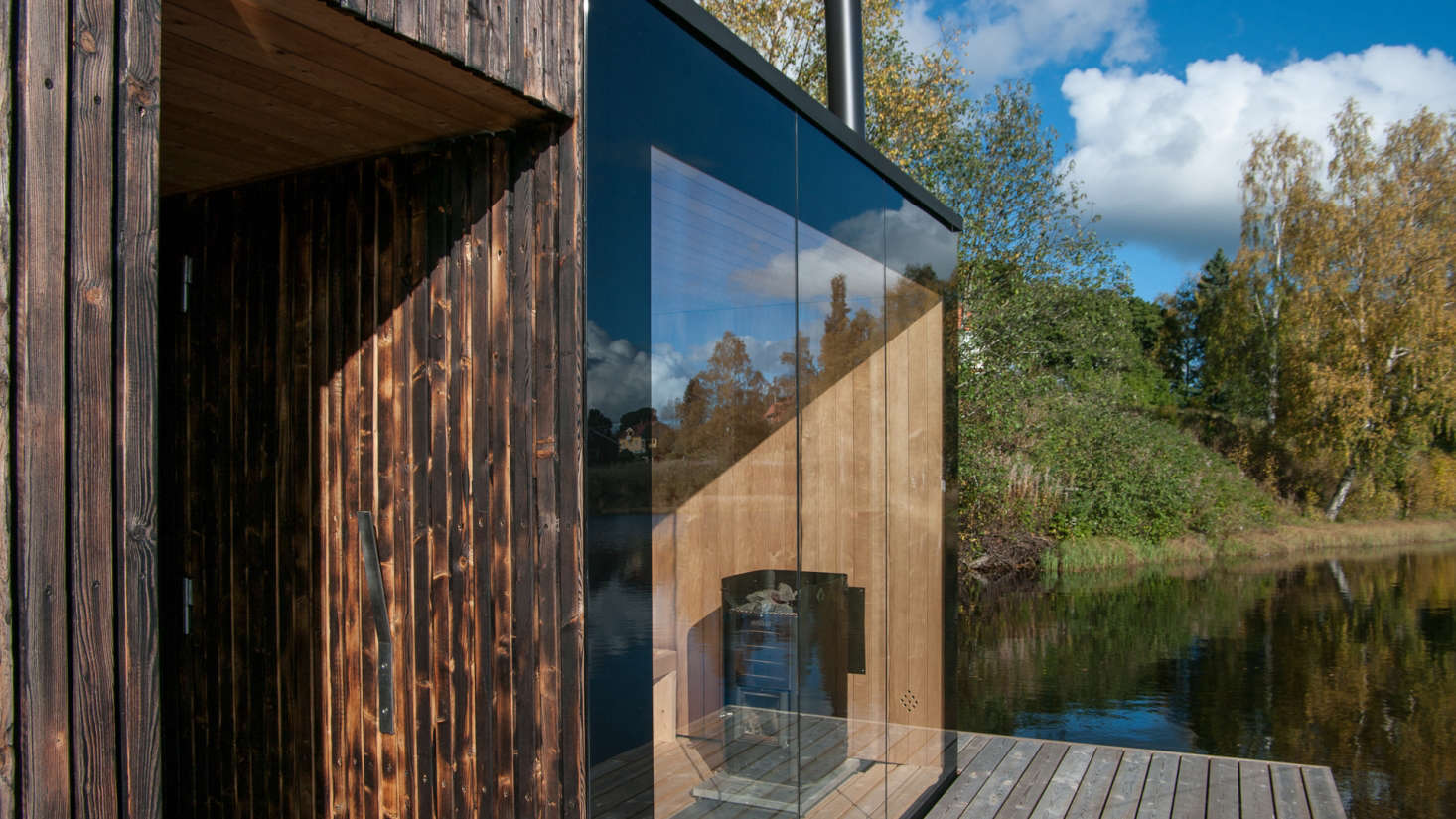 A transparent wall of glass faces the lake, inviting introspection and a vantage point to interact with the landscape &#8