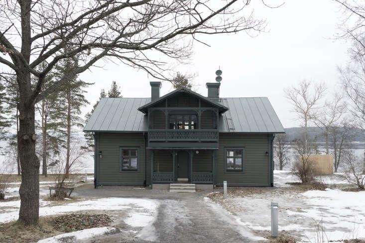 A monochrome palette of green on green creates A Darkly Romantic House in Sweden by Skälsö Architects. Photograph by Stefan Isidor Bergkvist, courtesy of Skälsö.Arkitekter.