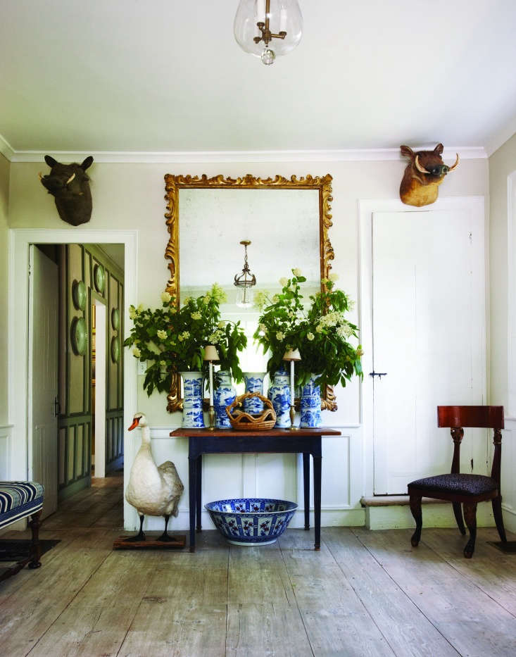 Architect Daniel Romualdez&#8\2\17;s \18th-century stone house in Connecticut had a former life as a tavern before it became the country retreat for designer Bill Blass.