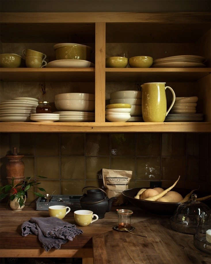 Russel Wright Harkerware lends sunny cheer to the kitchen of a former sea captain&#8