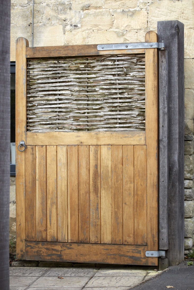 Woven panels offer tantalizing glimpses through willow or reed, but won&#8\2\17;t give passersby a chance to ogle your grubbiest gardening gear. The weaving won&#8\2\17;t last as long as the gate it is set into, but it can be renewed every few years.