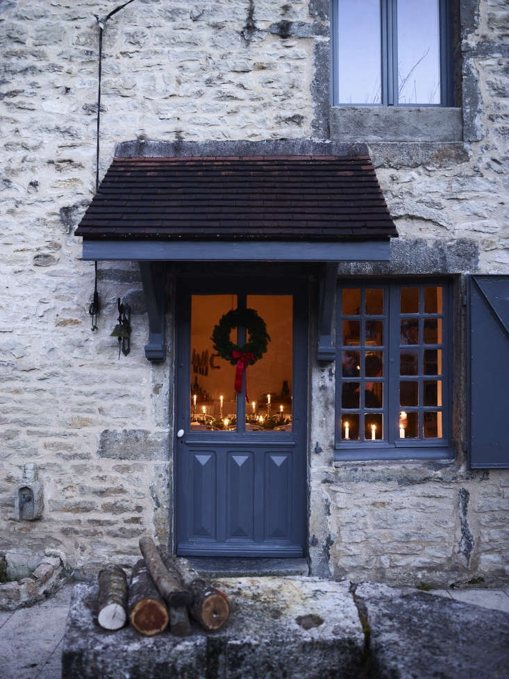 Over on Remodelista: ideas for a festive holiday from France; seeChristmas in Burgundy: At Home with the Expat Family Behind The Cook's Atelier.