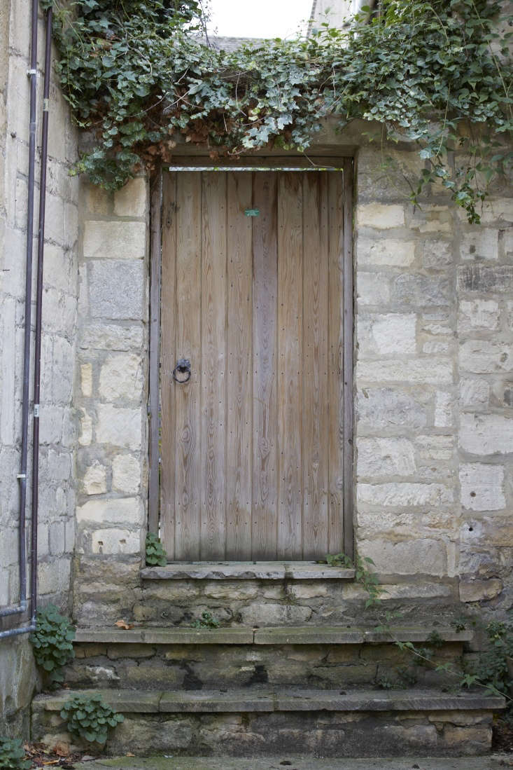 In the classic children&#8\2\17;s book The Secret Garden, the locked boundary to the garden in question is in fact described by writer Frances Hodgson Burnett as a door rather than a gate. The mystery of a door in a wall remains a powerful symbol: English garden designer Jinny Blom put a &#8\2\20;door to nowhere&#8\2\2\1; in a gap in the wall of her London garden. &#8\2\20;The hide and seek of not knowing what happens next makes the experience playful and intriguing,&#8\2\2\1; she writes in her book The Thoughtful Gardener.