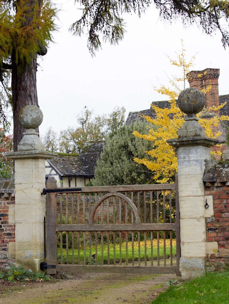 The term &#8\2\20;gate&#8\2\2\1; originates from the Old Norse word gat, meaning opening or passage. Modern gates can delineate the edge of a property without obscuring the view of what lies within. Here, stone gateposts ensure this gate isn&#8\2\17;t going anywhere.