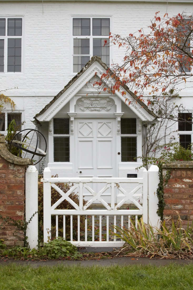 This gate has a touch of the Gothic about it, with a pleasing echo of the front door of the house. Note too the way that the span of the gate exactly matches the width of the porch of the house, with the gables pointing down to the gateposts.