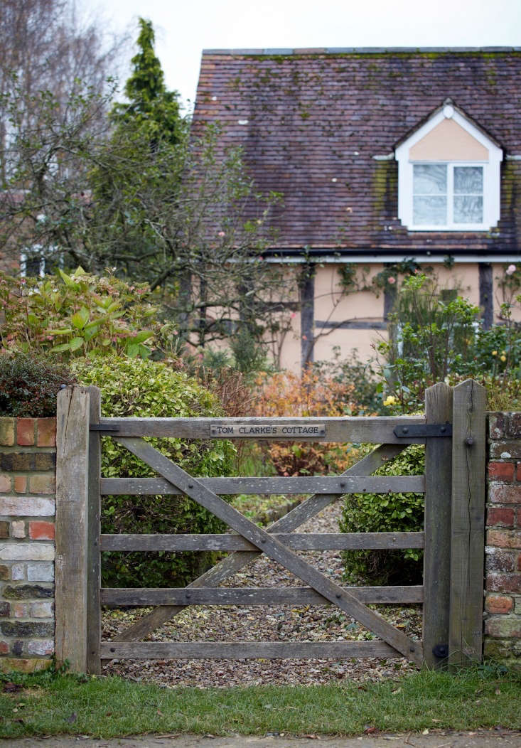 The five-bar field gate with diamond bracing, shrunk down for a domestic setting, lends this garden a rustic, solid air that is in keeping with the timber-clad house beyond. One fully expects a gaggle of geese to poke their heads through at any moment. Who was Tom Clarke? I don&#8\2\17;t know, but I want to go in and find out.
