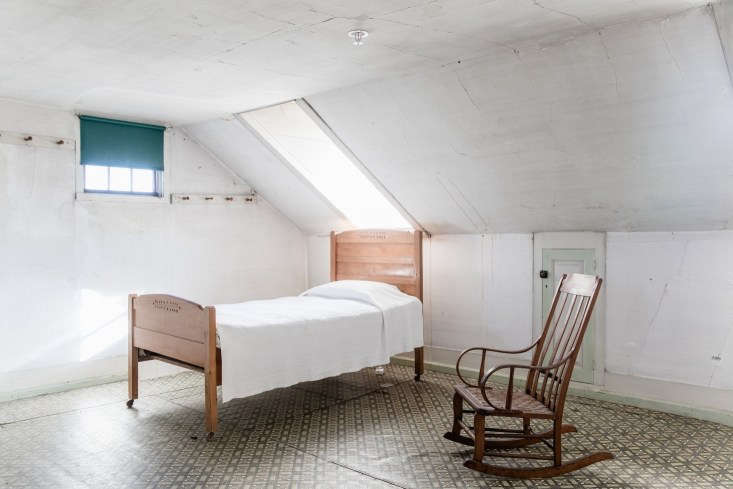 A deep mignonette green is a traditional Shaker color (and also on the Remodelista editors&#8