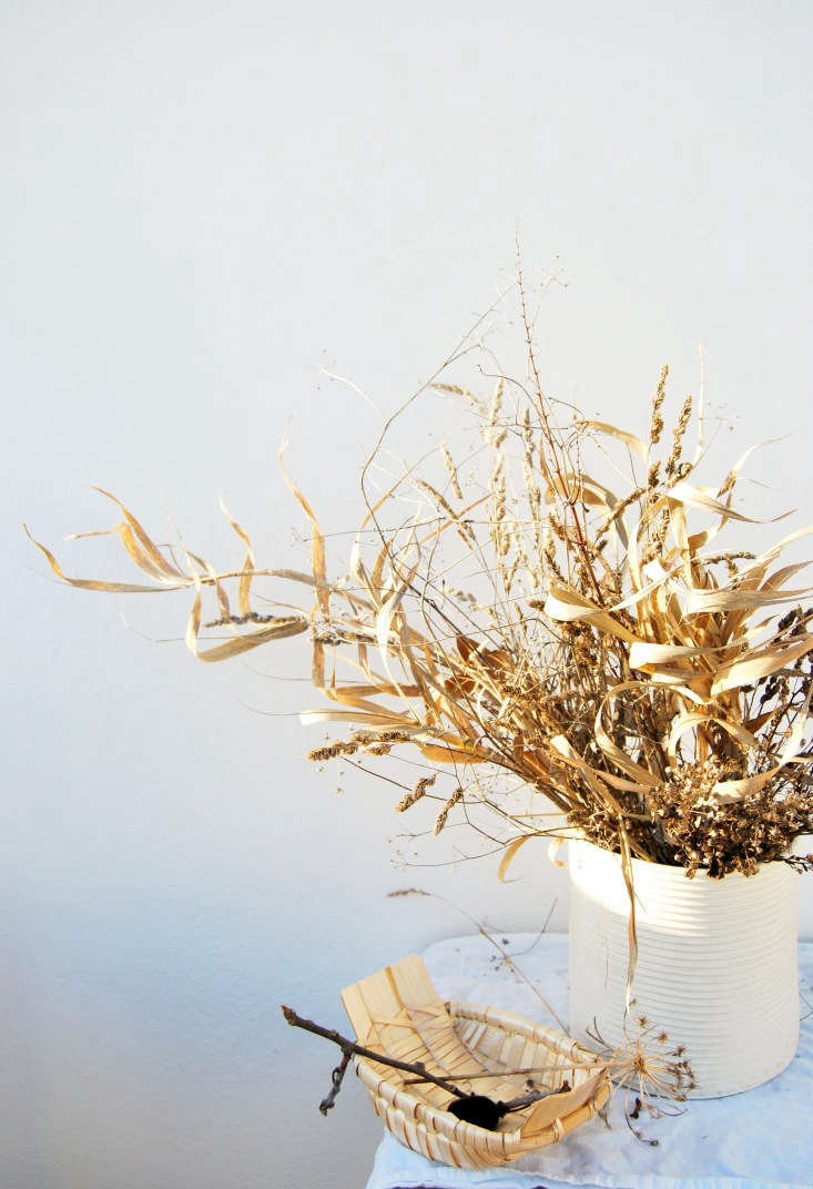 Arrange seedpods and branches in simple baskets. Keep it minimal to avoid the full on &#8
