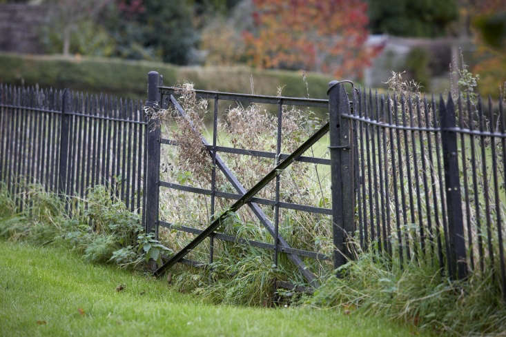 &#8\2\20;Afive-bar field gate with diamond bracing, shrunk down for a domestic setting, lends a garden a rustic, solid air,&#8\2\2\1; writes Jane inGet the Look: The English Garden Gate, \10 Ways.