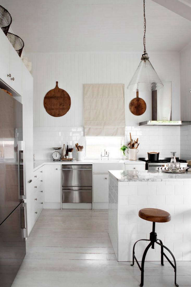 Our Kitchen of the Week is a blank canvas with white backdrops that are &#8\2\20;endlessly changeable&#8\2\2\1; with accessories, writes Annie.