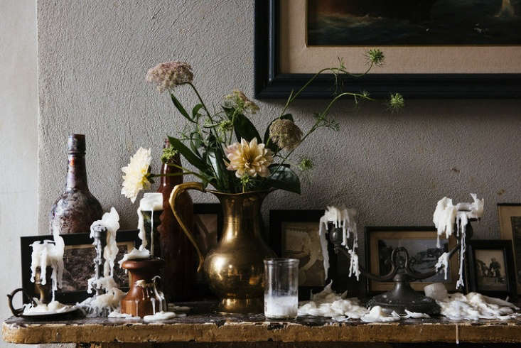 Our latest obsession: a darkly gothic mantel, dusty arrangement included, spotted at Seaworthy in New Orleans.
