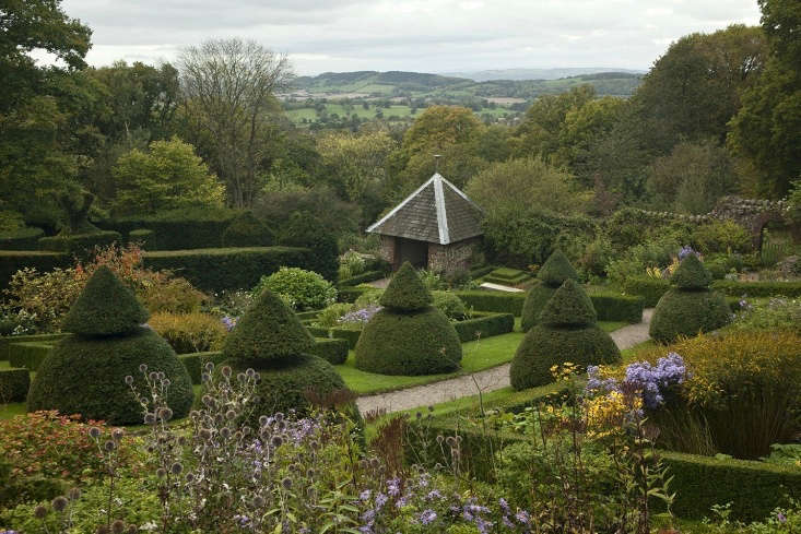 Uninterrupted views mean unlimited exposure and a belt of trees around the edge of the estate form the first line of defense. Winds are further filtered by yew walls and topiary.