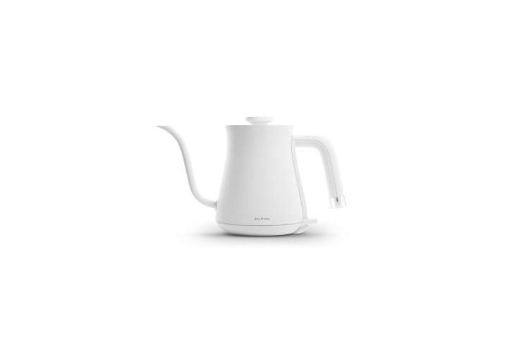 Alexa sleuths out \15 hard-to-source Japanese countertop appliances (including this electric kettle) that are available in the US in this week&#8\2\17;s Appliances post.