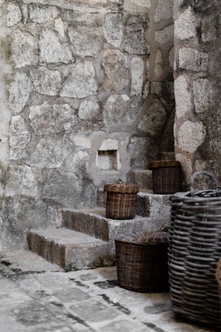 Woven baskets are a local craft of the Yucatán. Visitors take note: Coqui Coqui Coba is full of winding stairs, grottos, and hidden niches; it may take some winding to get to your destination.