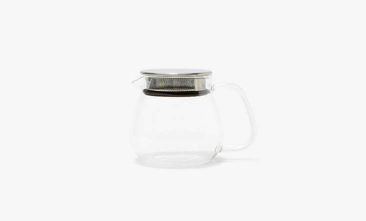 The Unitea One Touch Teapot from Japanese company Kinto has a metal strainer with a silicone seal built into the lid. It&#8