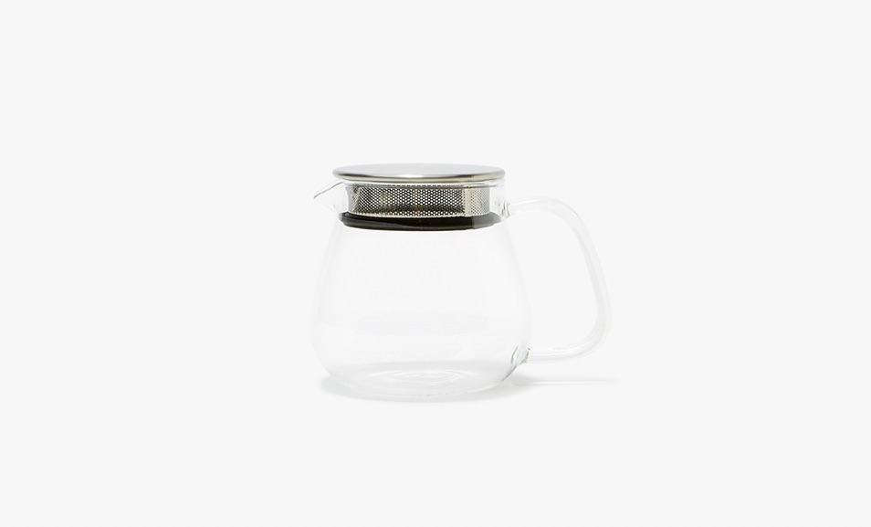 TheUnitea One Touch Teapot from Japanese company Kinto has a metal strainer with a silicone seal built into the lid. It&#8