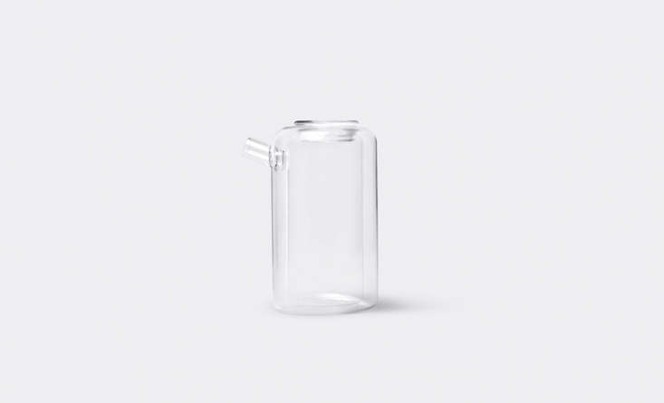 The Emma Teapot by Italian designer Corrado Dotti for Ichendorf is double-walled, with a rectangular tea vessel inside a shell of rounded glass. When filled, &#8