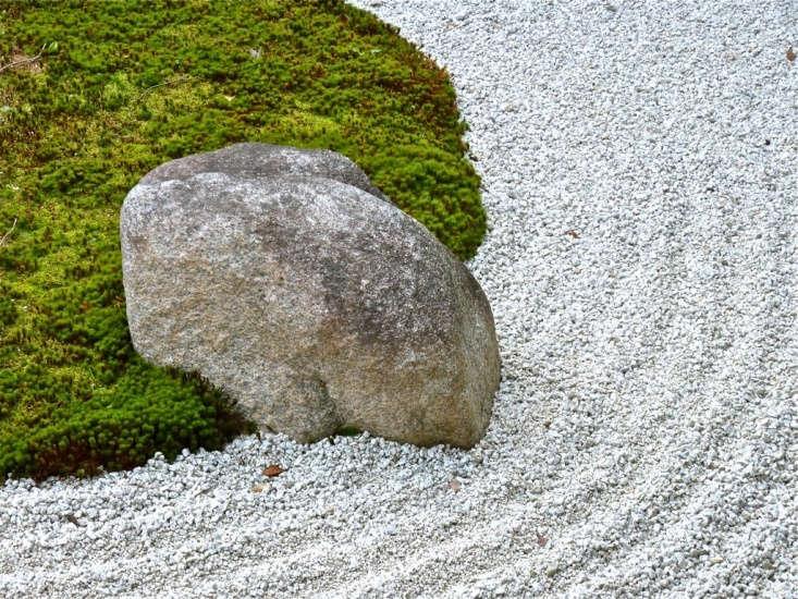 The dry rock garden at Kennin-ji, the oldest Zen temple in Kyoto. Photograph by Kimubert via Flickr.